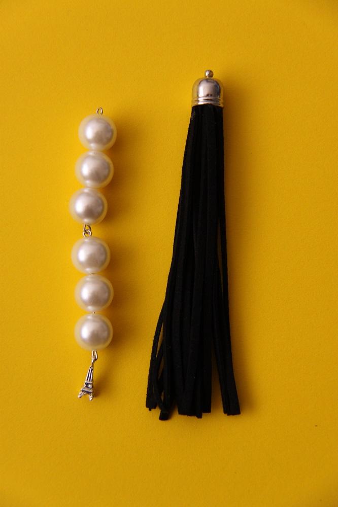 Perlenstrang und Lederquaste