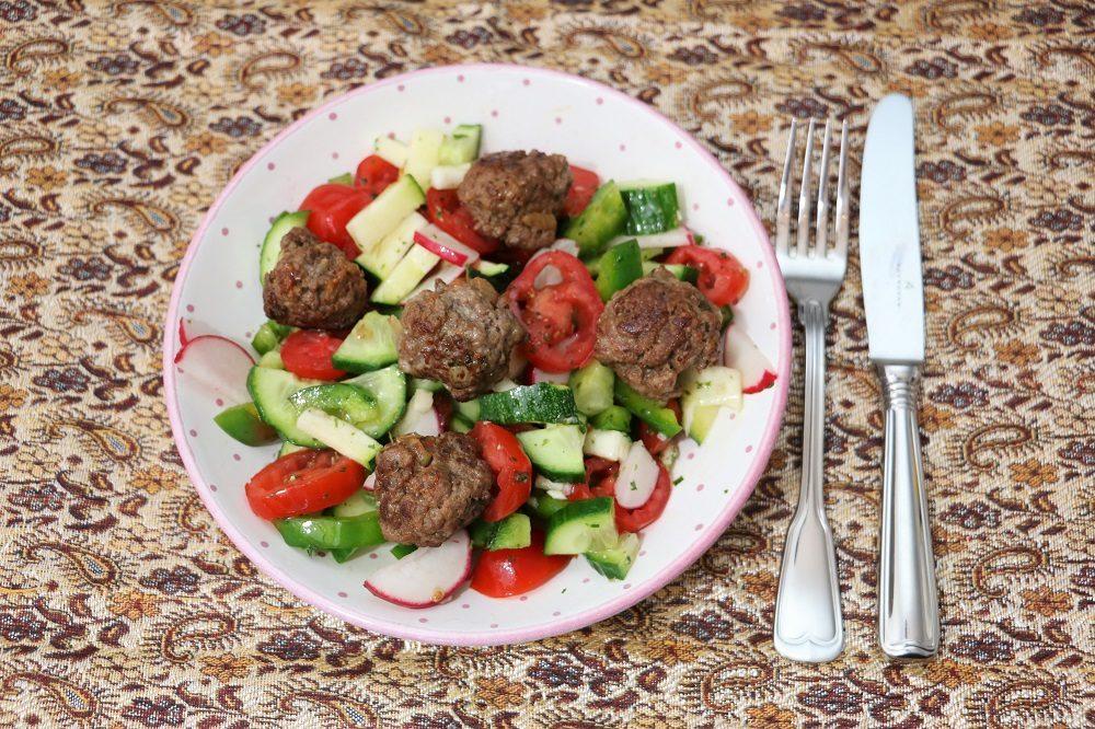 Fleischbällchen Salat 1