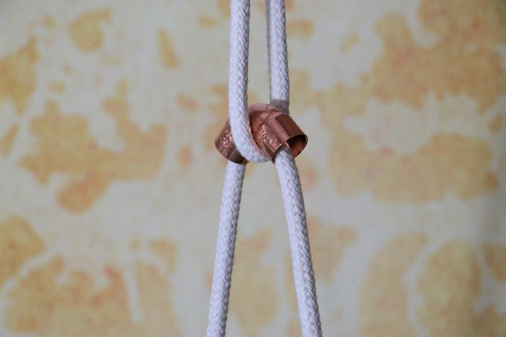 Blumenampel aus Seilen und Kupferrohr