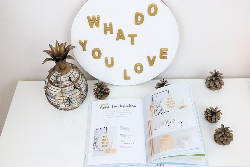 Gold-Buchstaben Sinnenrausch Naturliebe Buch