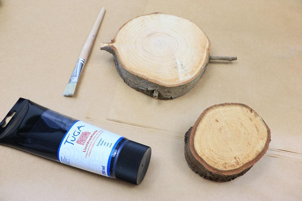 Geschenkpapier mit Holz gestalten