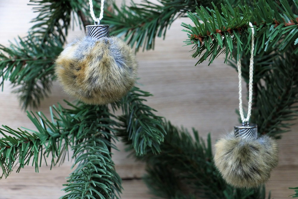 Weihnachtsbaum Pelzkugeln