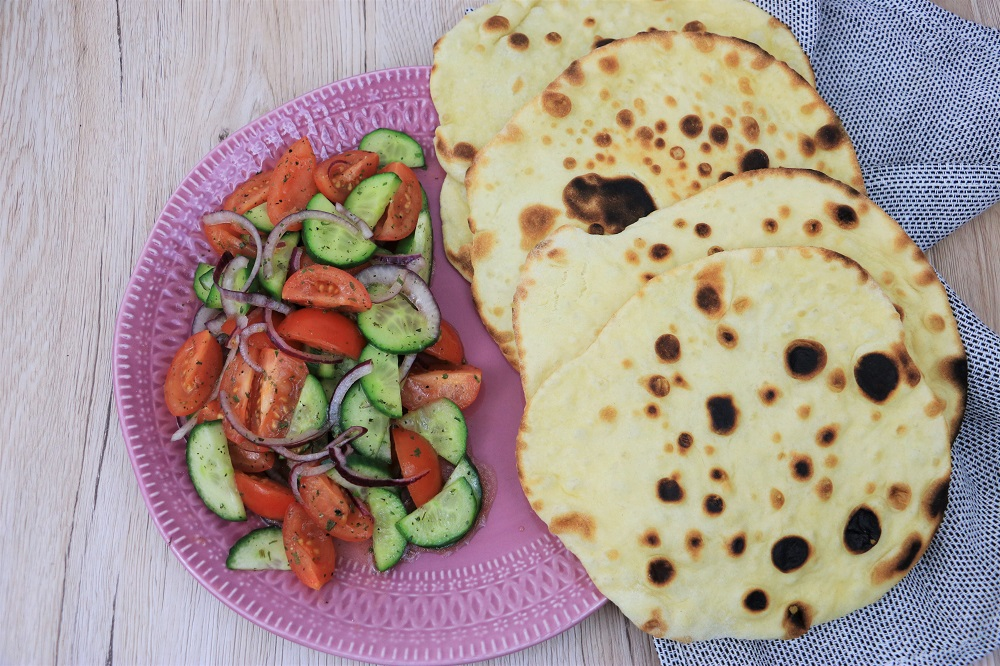 Naan Brot mit Salat